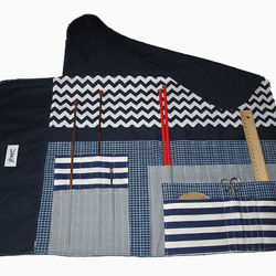 Picture of Knitting Pouch closing with buttons